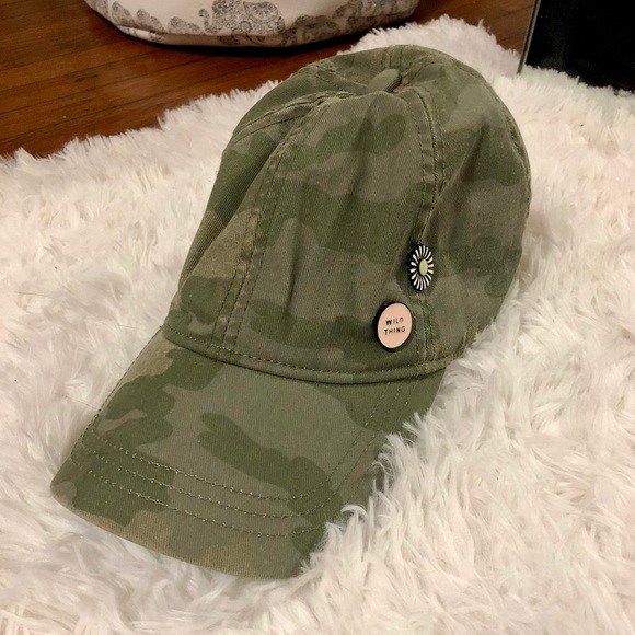 American Eagle Outfitters Accessories  3f7ce62a669